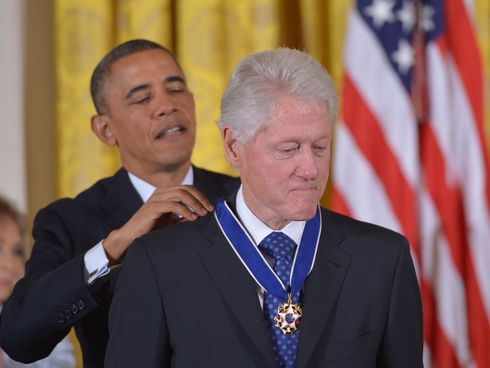 AgoraBeograd ObL48 OBAMA AWARDS CLINTON MEDAL OF FREEDOM FOR SUCCESFULL GENOCIDAL SANCTIONS VS IRAQ