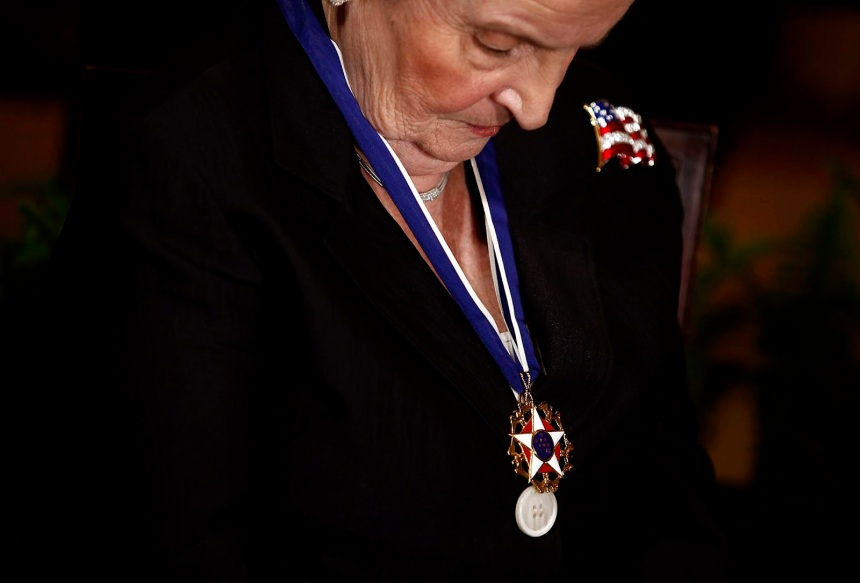 AgoraBeograd ObL49 ALBRIGHT ENJOYS HER OBAMA MEDAL OF  FREEDOM FOR FREEING MILLION IRAQI KIDS OF THEIR LIVES