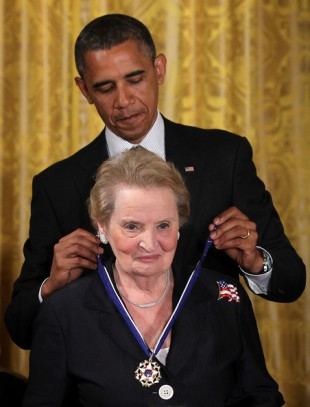 AgoraBeograd ObL47 OBAMA AWARDS ALBRIGHT FREEDOM MEDAL FOR SUCCESSFULL _ WORTH IT GENOCIDAL SANCTIONS VS IRAQ