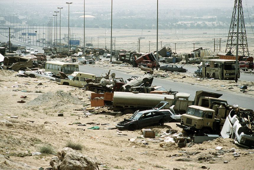 AgoraBeograd ObL66 ALMOST ARMOURED VEHICLES USA DEMOLISHED  ON HIGHWAY OF DEATH IRAQ 1991